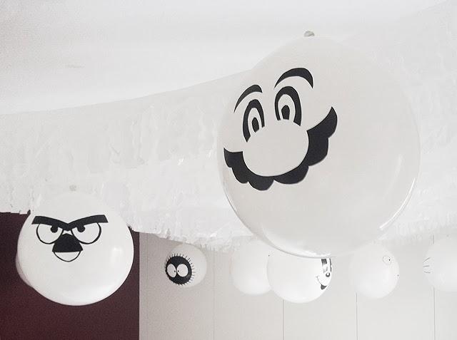 Popular Hoy acabamos con la decoraci n que hemos preparado para los cumplea eros Muy f cil econ mica y elegante Reciclamos las guirnaldas blancas que pramos