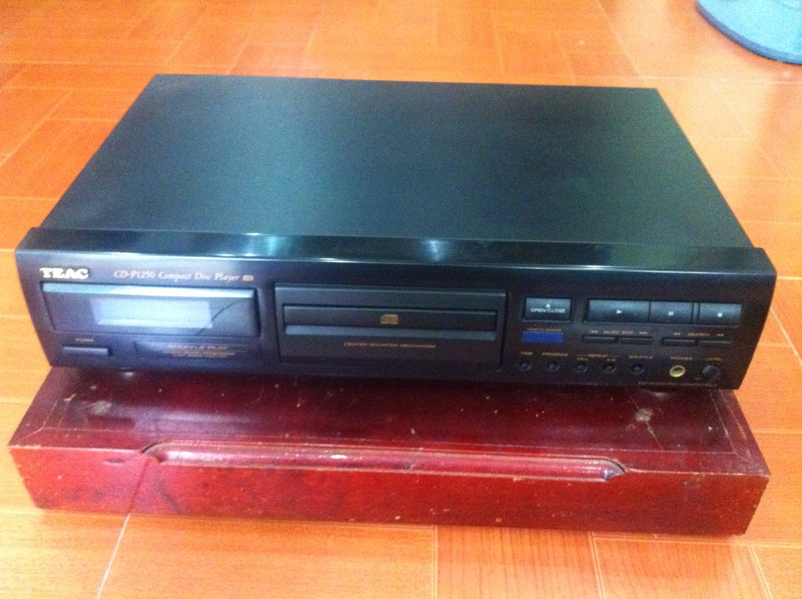 CD Player - TEAC - P1250 - Made in Japan