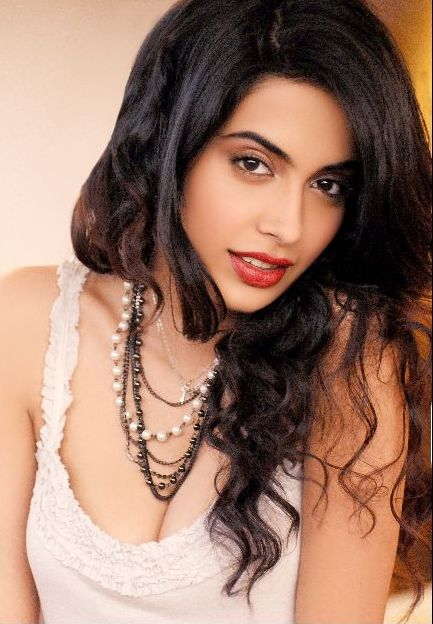 Sarah Jane Dias Hot Stills | Music Rockzss