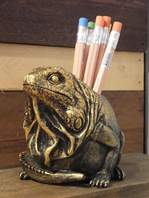 Iguana Pencil Holder