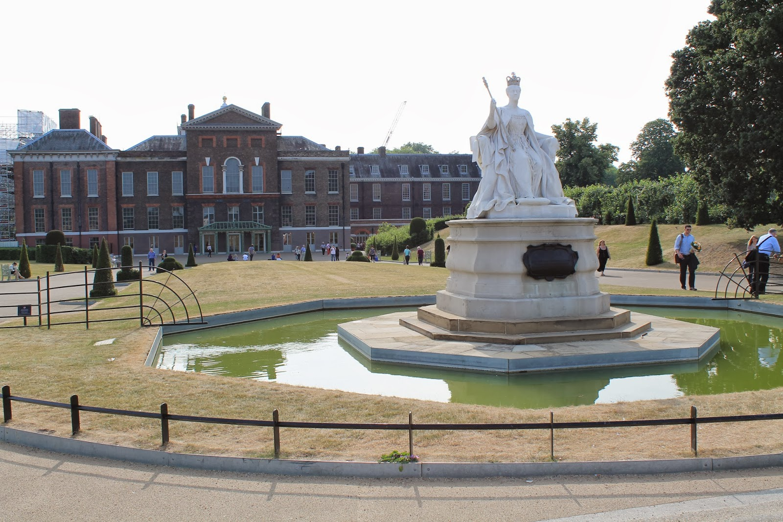 Landscape design guru london water features in for Kensington park