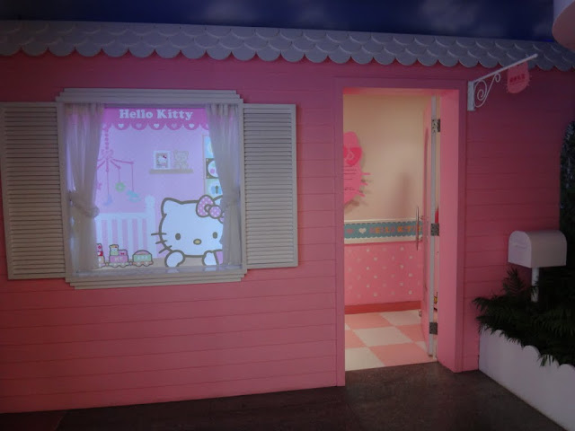 Another Hello Kitty Breastfeeding room in Taoyuan International Airport, Taipei, Taiwan