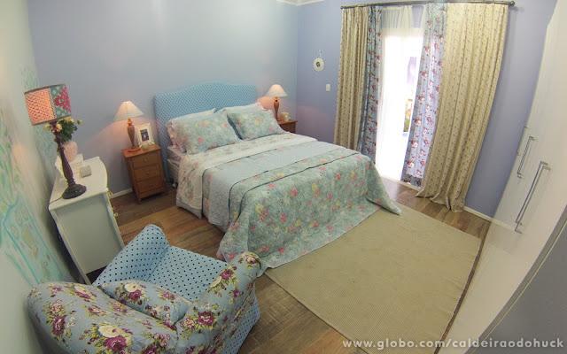 quarto casal com decoração delicada