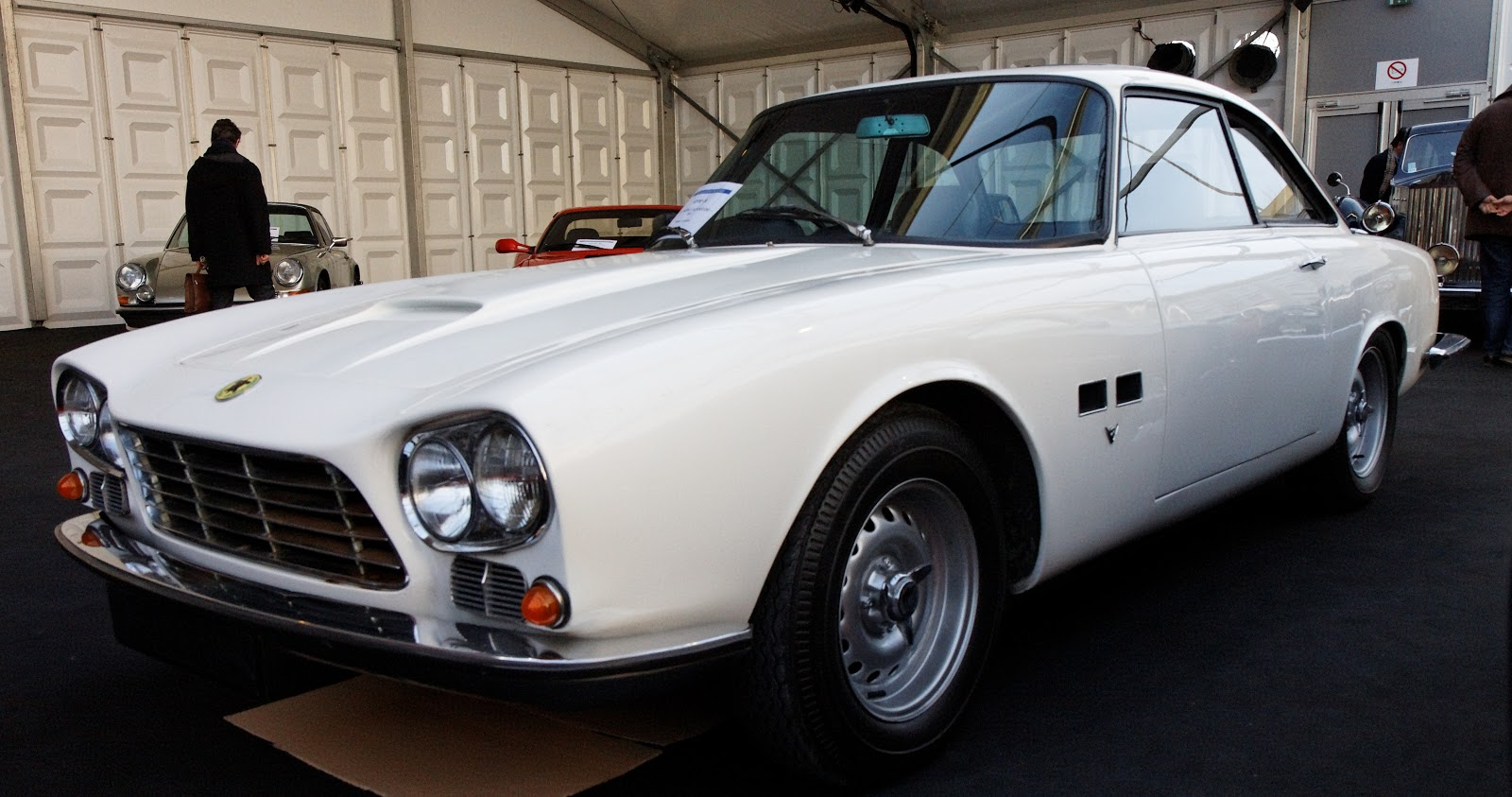 This sounds like the Iso Rivolta GT but it is the Gordon-Keeble GK1.