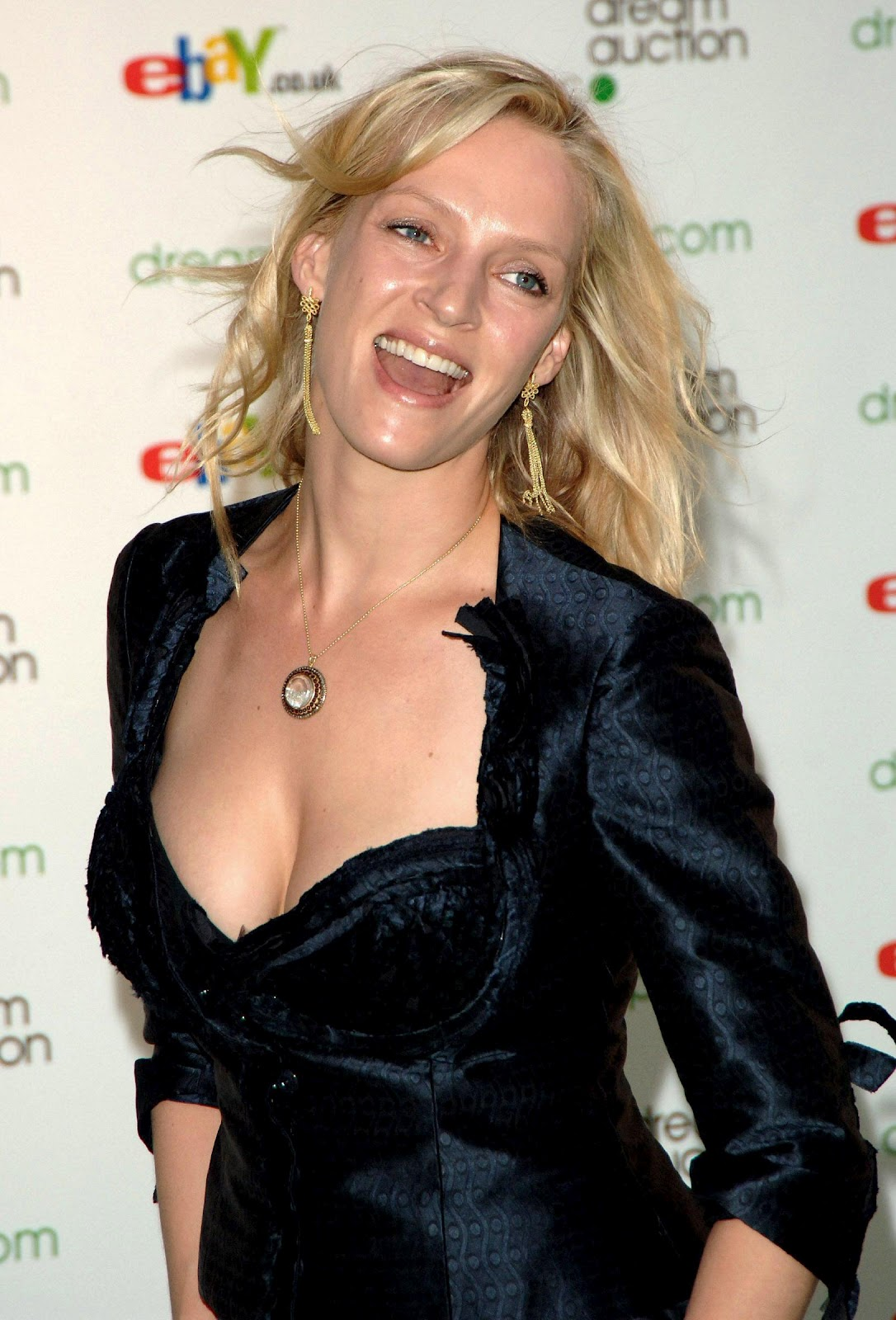 Best Cleavages In The World Uma Thurman Cleavage