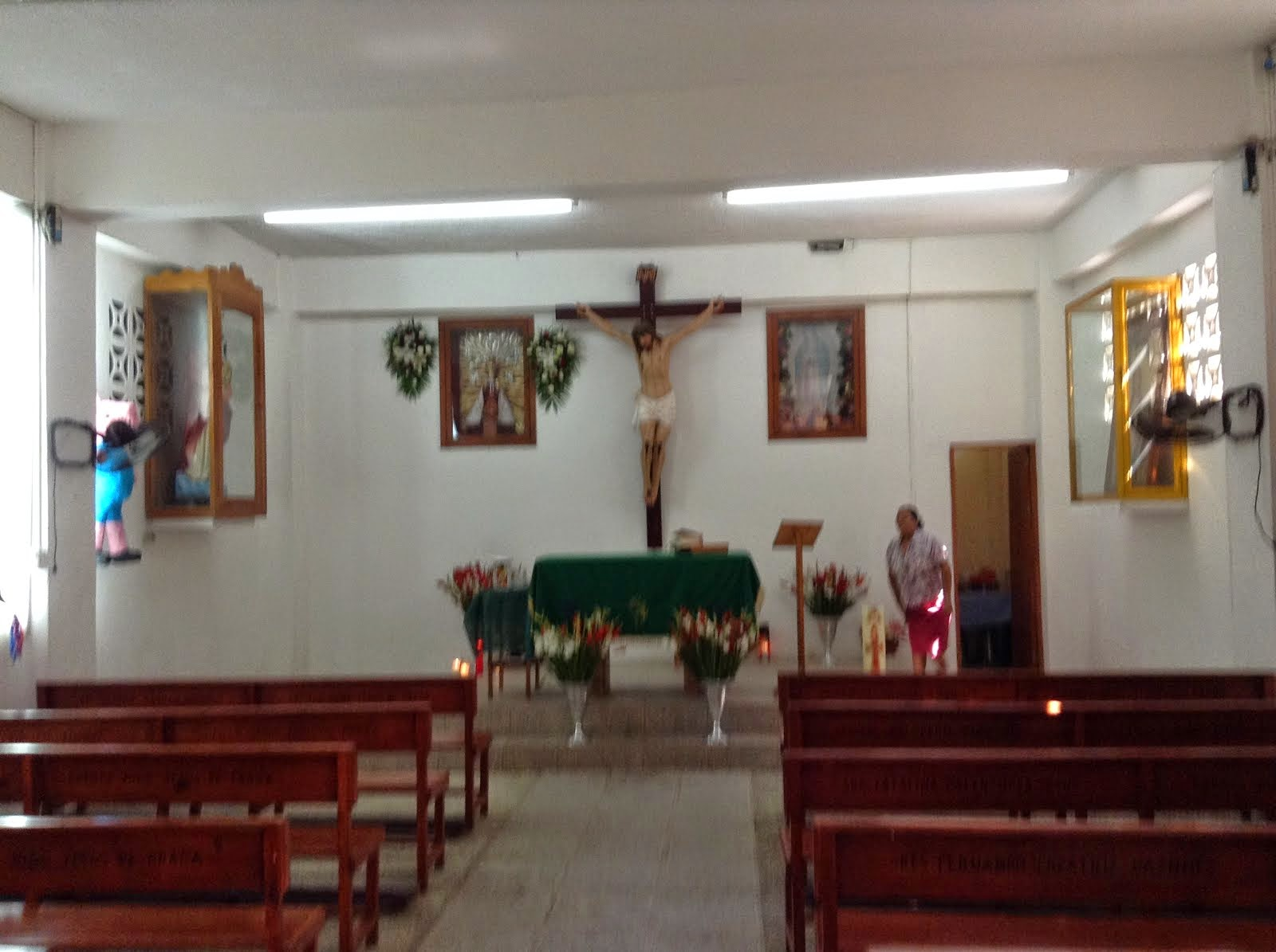 INTERIOR CAPILLA NIÑO JESUS DE PRAGA
