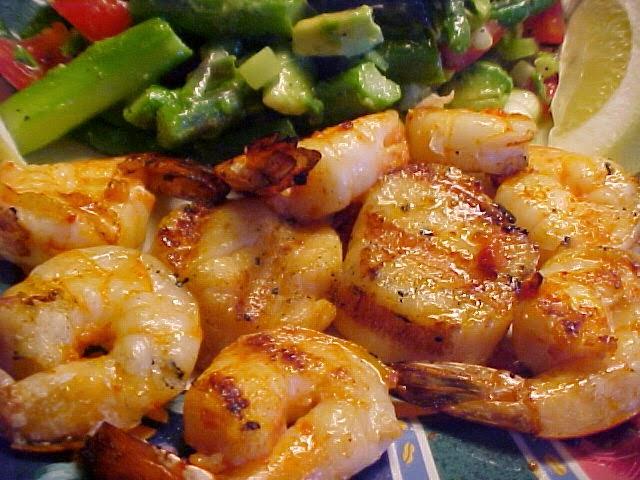 Délicieuse recette de pétoncles et crevettes grillés sur bbq