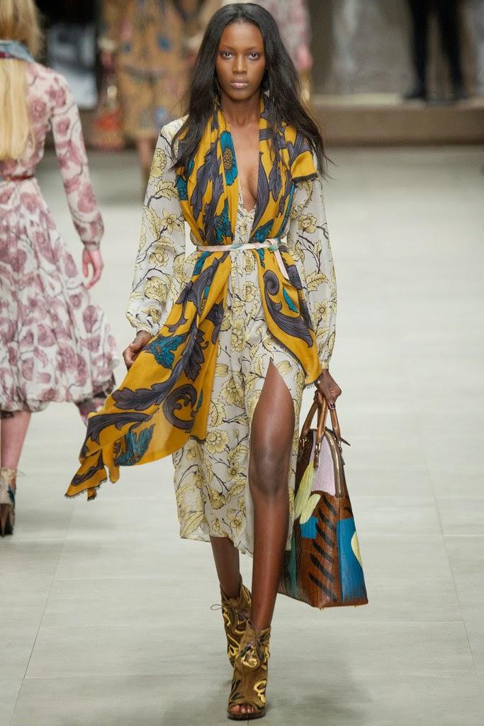 vestido estampado amarillo con fulard