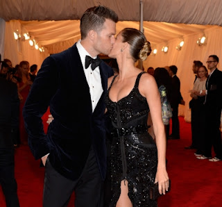 Tom Brady and Gisele Bundchen share a PDA