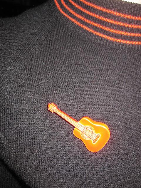 """vintage 70s cream guitar , vintage 70s red guitar , Sham 69 """"Hey little rich boy"""" badge , vintage La Souris Déglinguée LSD badge 1950 50s 1960 60s 1970 70s pinback pin button"""