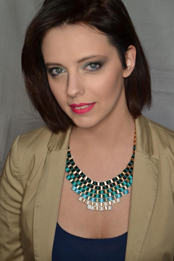 http://www.make-upownia.blogspot.com/2014/04/troche-miety-czyli-orzezwiajacy-makijaz.html
