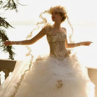 Vestidos de novia con majestuosas líneas y bordados
