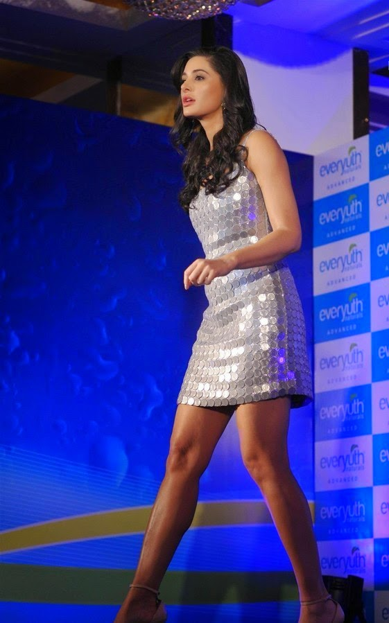 Nargis Fakhri Launches Everyuth Naturals Face Wash Gallery