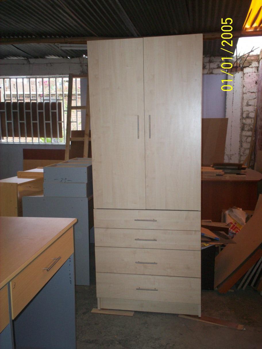 Escritorios y modulos marca acme mueble reciclado con - Mueble para herramientas ...