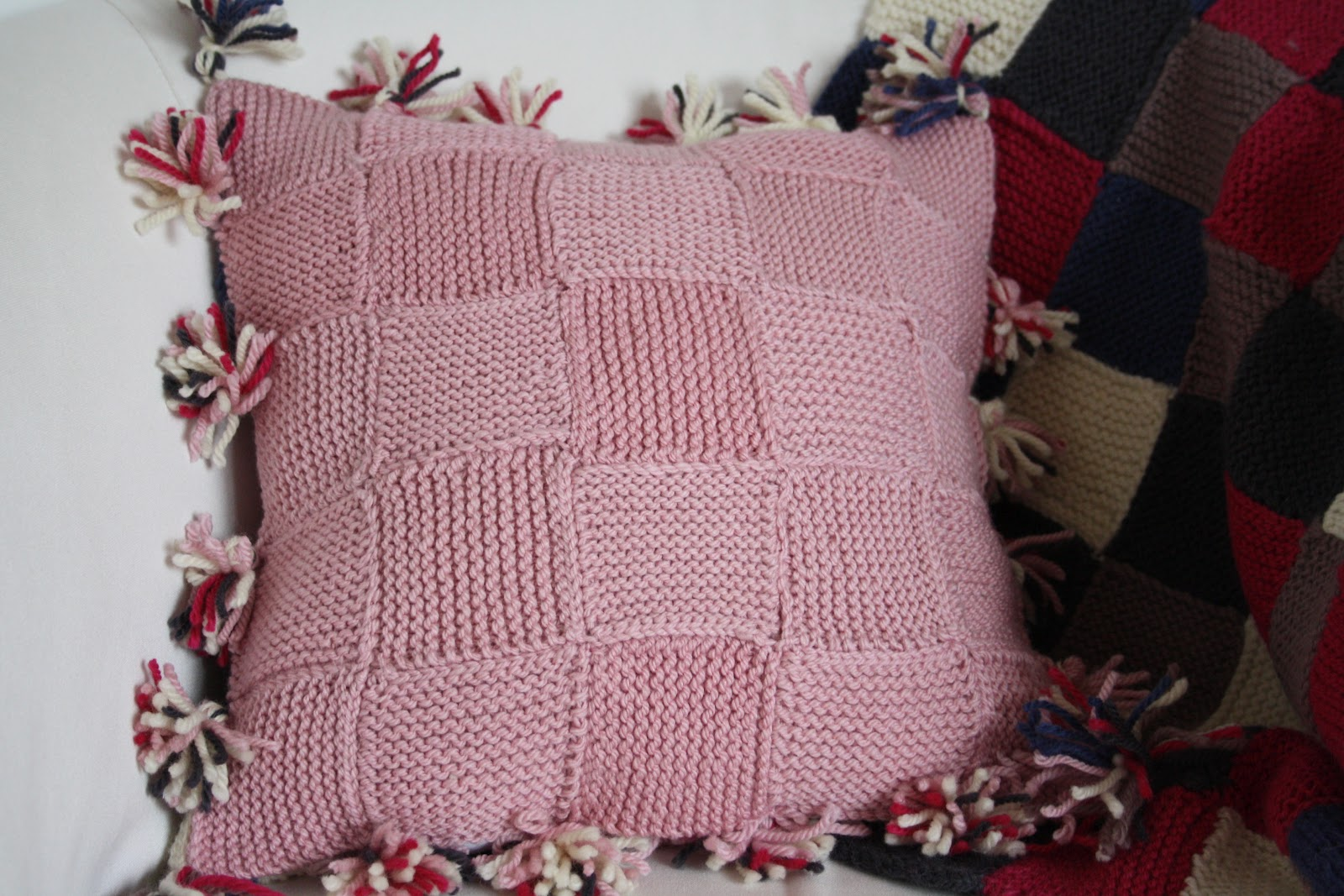 Tales from a happy house.: A Very, Very Simple Knitted Cushion