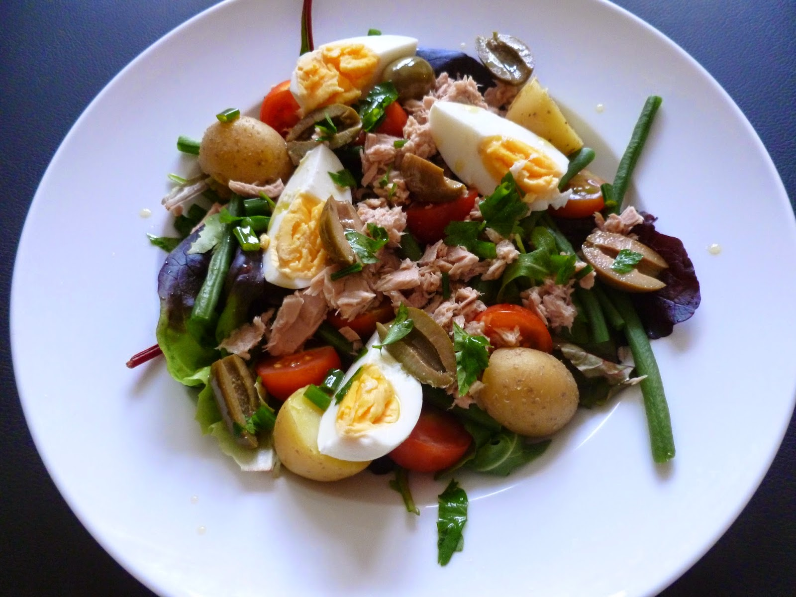 Bowl of salad nicoise