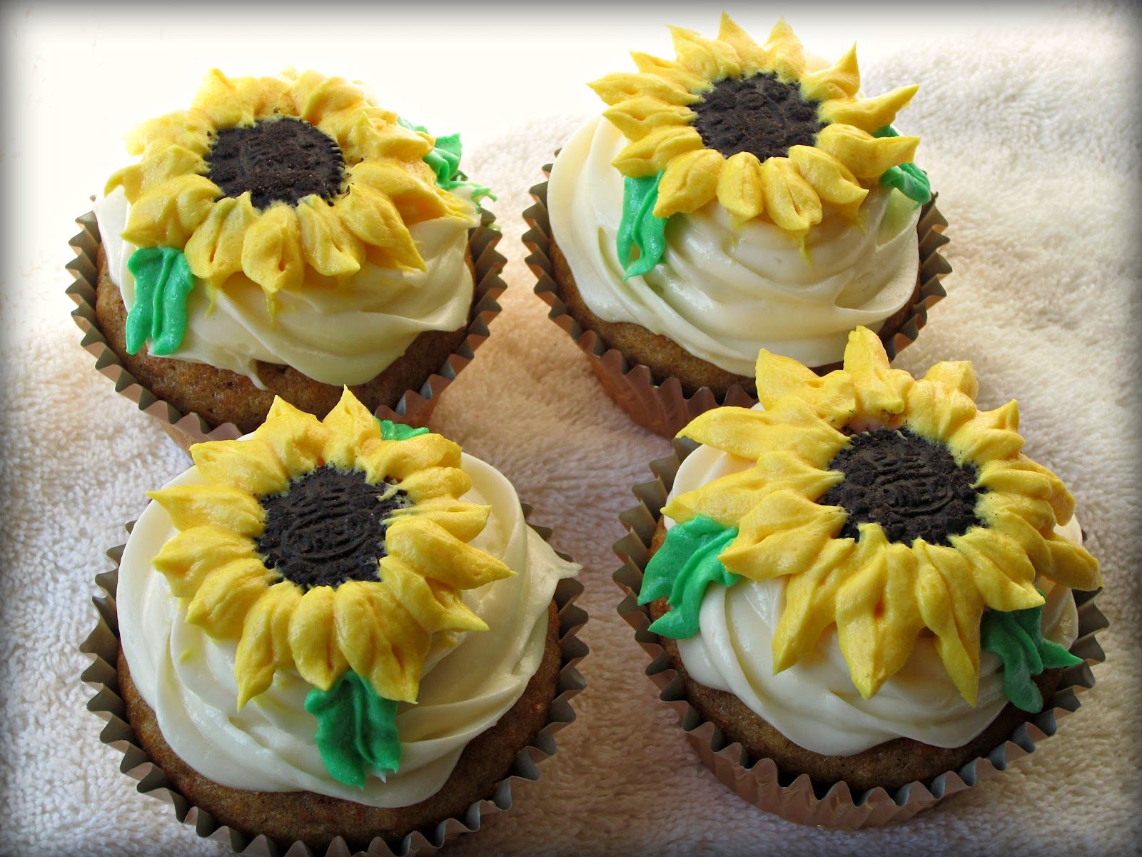 Sugarcoated Sunflower Cupcakes