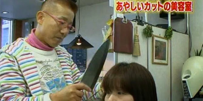 Pangkas rambut dengan pisau daging