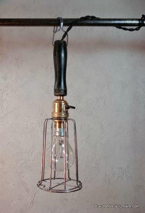 http://www.autrefois-la-lumiere.com/2014/09/lampe-main-datelier.html