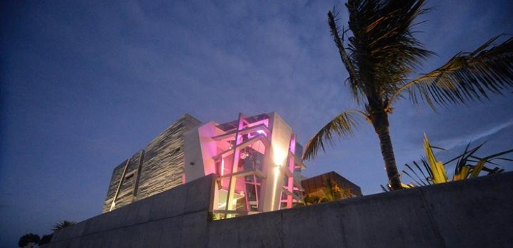Facade light of Casa Gomez by SO Studio