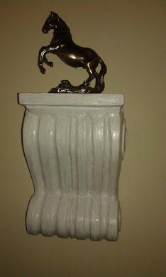 KONZOLA  postolje ,stalak za umetničku figuru,saksiju i sl.  izrađ