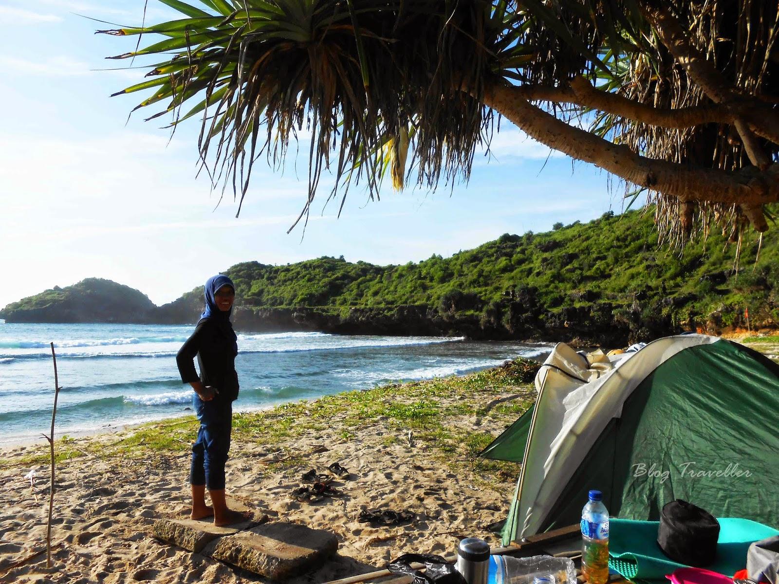 Camping di pantai Srau