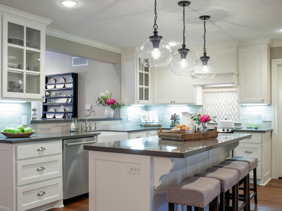 9 fixer upper joanna gaines farm house kitchens that you for Joanna gaines home designs