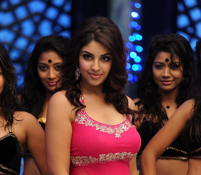 Rosy beautiful Richa Gangopadhyay shooting stills