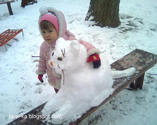 фигуры из снега - кот