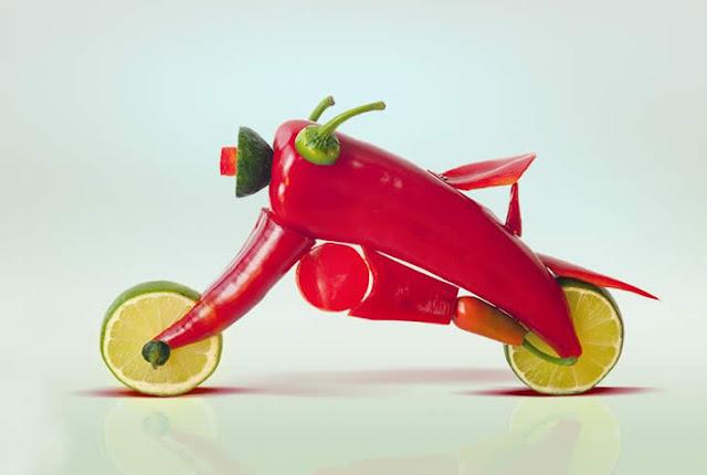 Objetos criados com frutas e verduras
