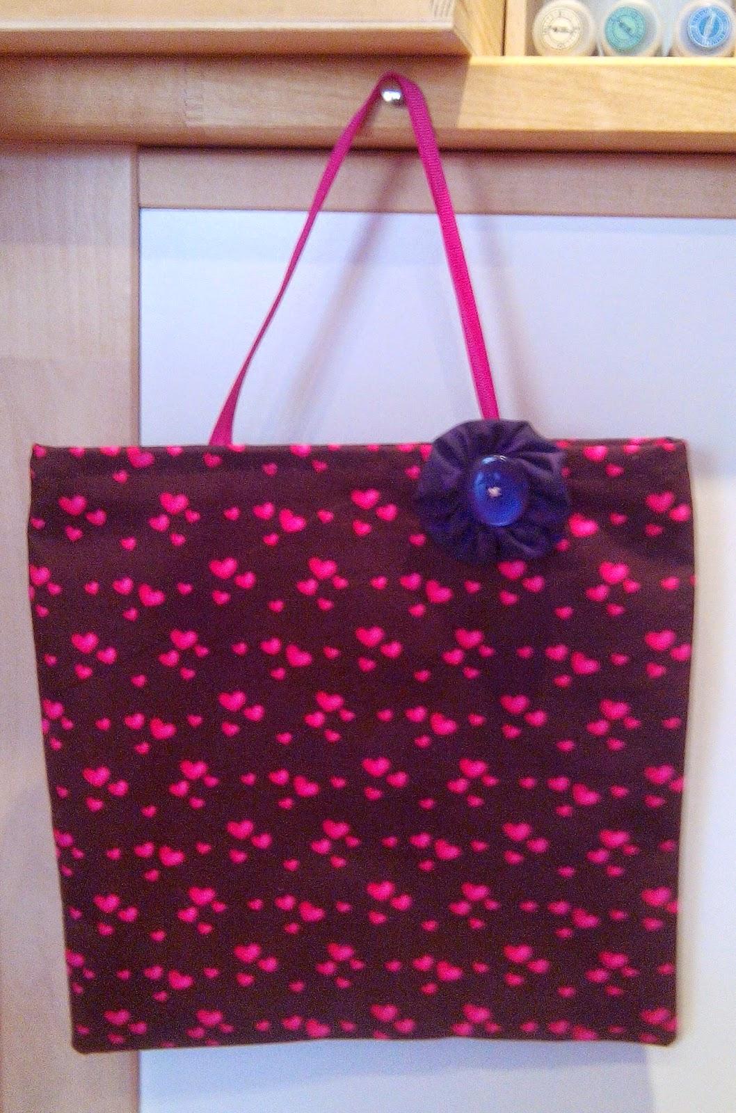 Couture en atelier sac tote bag marron à coeur roses