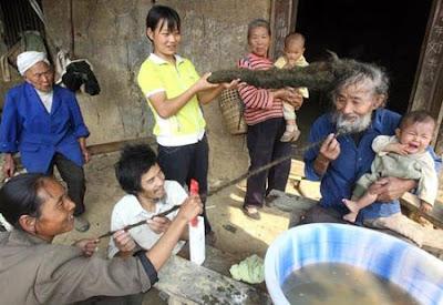 Mr. Luo Tidak Mencucui Rambutnya Selama 26 Tahun