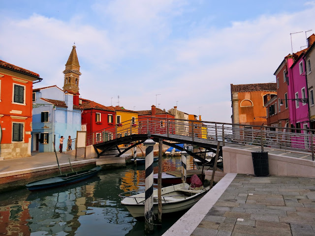burano island colourful bridge
