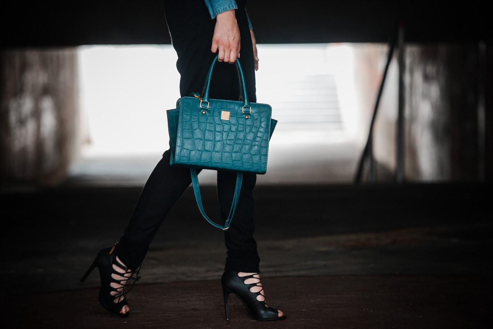 selma bag michael kors lookalike, trapeze turquoise bag, denim shirt, asos black peg leg trousers, style blogger, fashion blog, lace up heels outfit