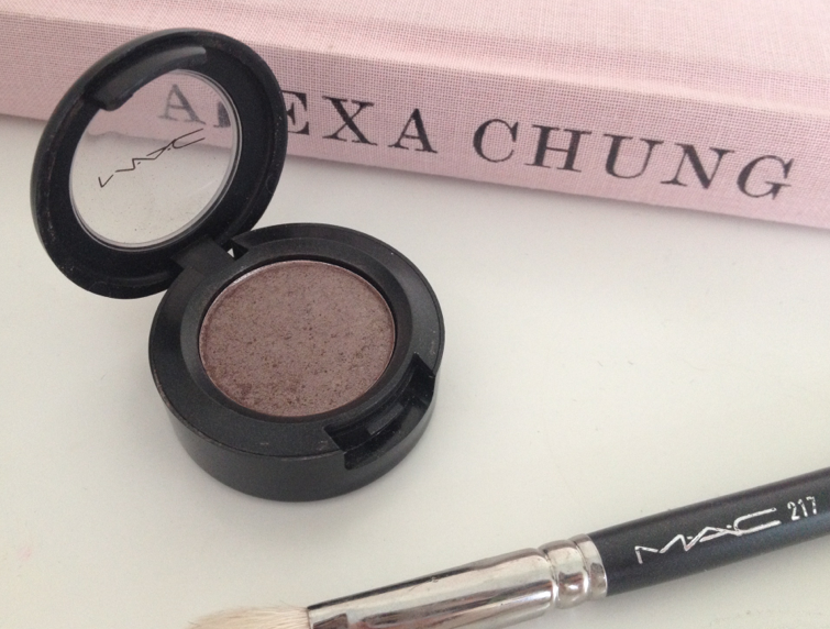 UK lifestyle blogger UK beauty blogger review swatch mac eyeshadow satin taupe