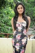 Karthika Nair latest photo shoot-thumbnail-6