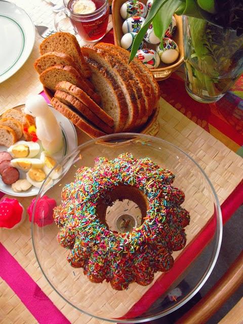 http://teczawsloiku.blogspot.com/2012/04/babka-kajmakowa-i-krolik-biay.html
