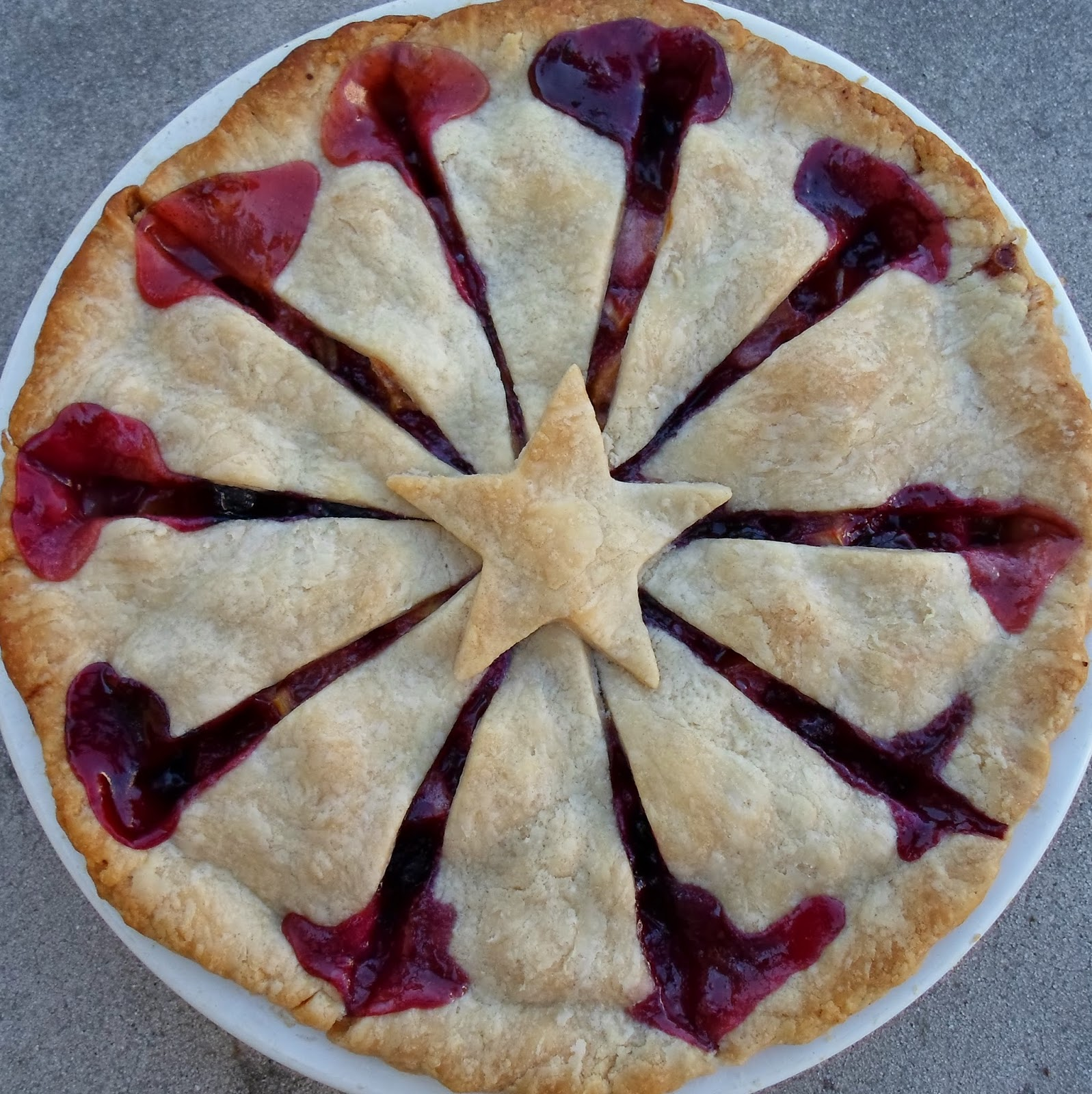 Happier than a pig in mud rhu berry pie for Apple pie decoration