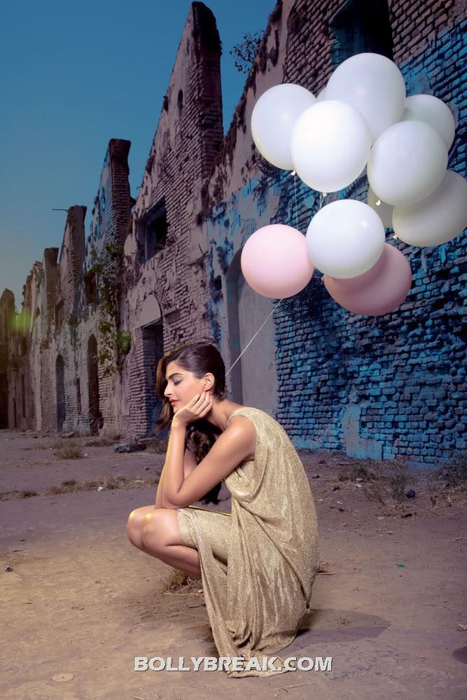  sonam kapoor sitting with balloons in hand - fashionista sonam kapoor Wallpaper with balloons