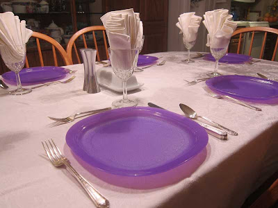 Tupperware lunch purple plates