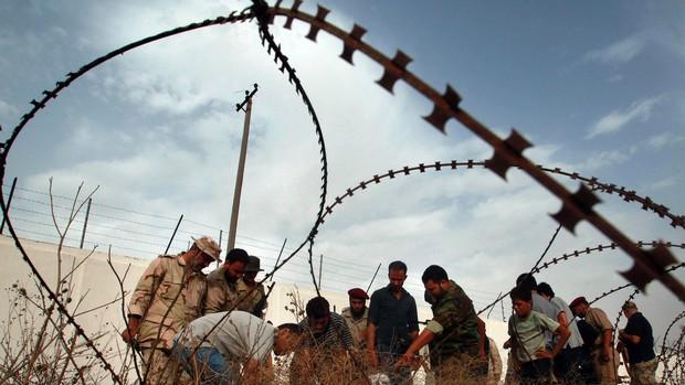 Cadáveres descobertos em vala comum na Líbia são de presos assassinados em Abu Salim