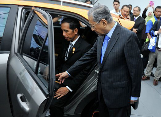 Kereta Nasional Indonesia Pertama Menerusi Proton