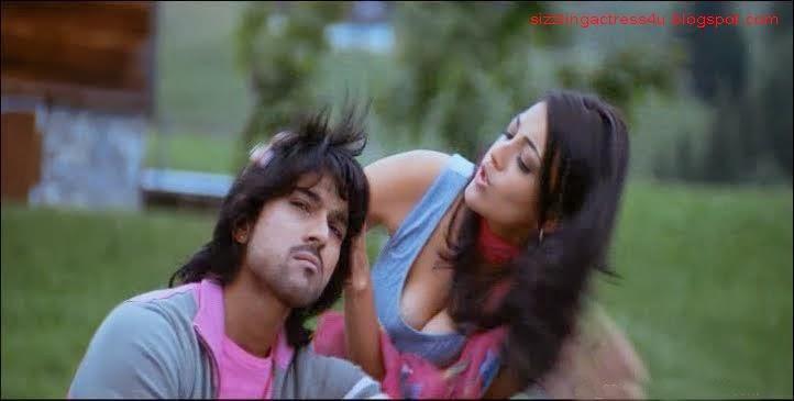 Kajal Agarwal massive cleavage