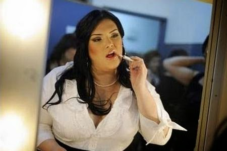 Beberapa contoh gaya rambut panjang untuk wanita gemuk