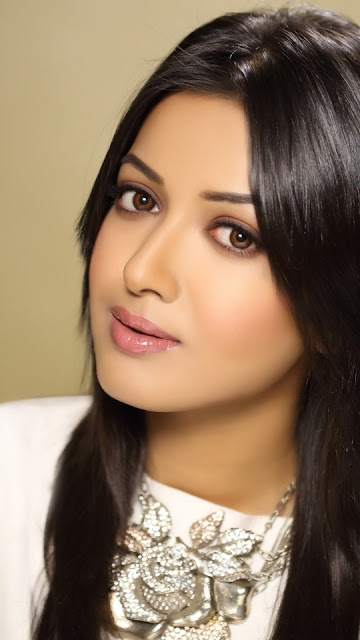 Cute Catherine Tresa Mobile Wallpaper