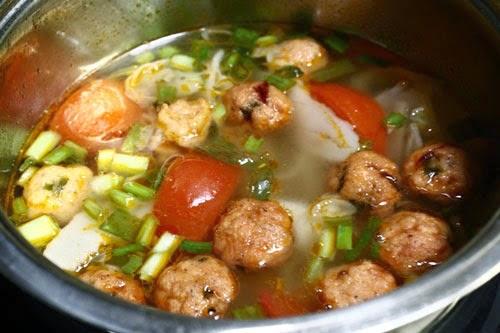 Vietnamese Fish Balls with Vegetable Soup ( Canh Rau với Cá Viên)2