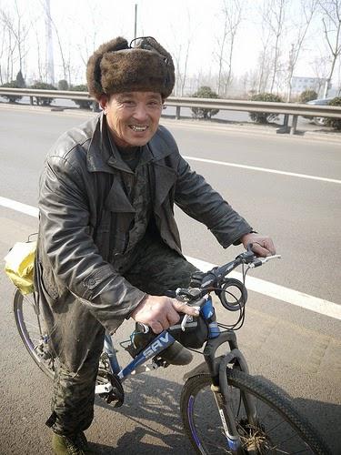 To pee squatting cyclists