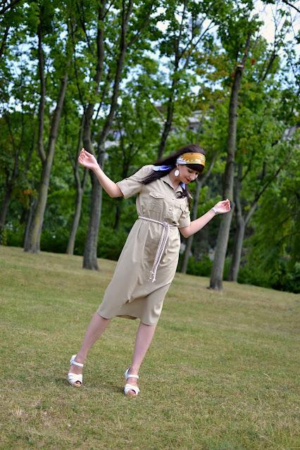 SANDGRENS CLOGS_Katharine-fashion is beautiful_Šaty_Biele dreváky_Sandgrens_Šatka vo vlasoch_Katarína Jakubčová_Fashion blogger