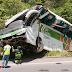 Acidente com ônibus deixa oito pessoas mortas no Espírito Santo