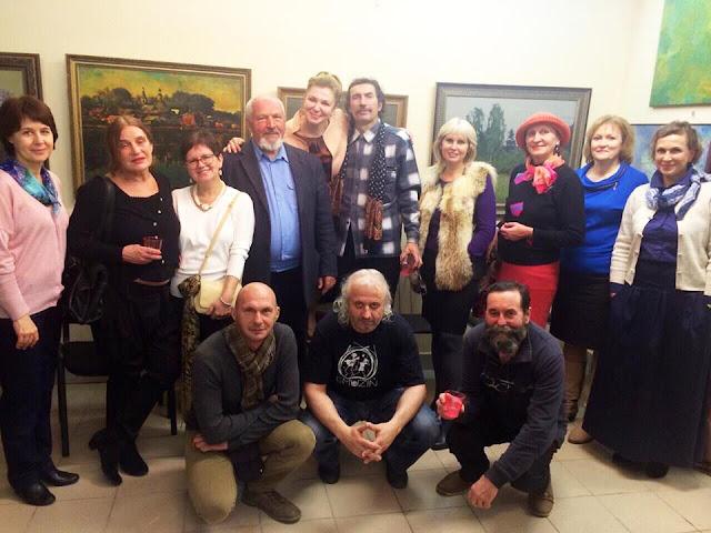 Открытие выставки «Ностальгия по лету» в «Галерее Леже». Фото на память с друзьями и художниками.